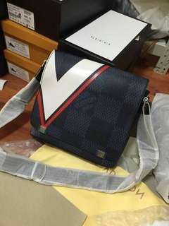 Louis Vuitton Mens Slingbag