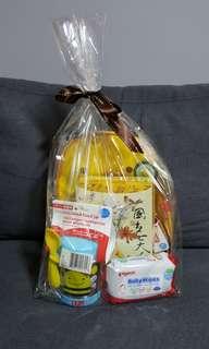 SKIP HOP Bee baby gift hamper
