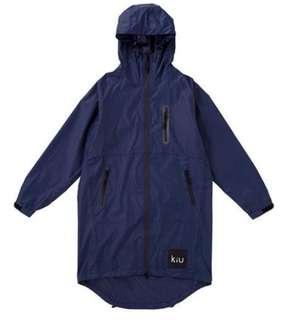 【 柒玖捌零日貨精品 】日本超夯發燒貨 全新正品 KIU 雨衣 風衣式雨衣 防水雨衣 斗蓬雨衣 深藍色 拉鍊式 輕量