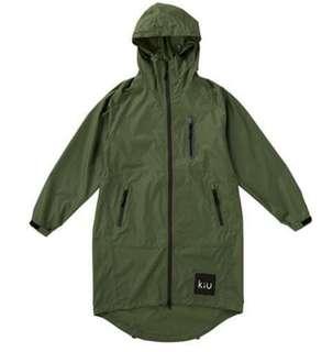 【 柒玖捌零日貨精品 】日本超夯發燒貨 全新正品 KIU 雨衣 防水雨衣 風衣式雨衣 斗蓬雨衣 綠色 寬鬆拉鍊式 輕量