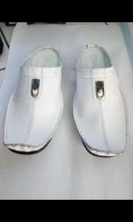 Sandal bustong