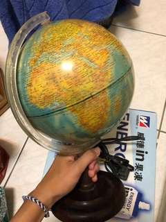 🚚 插電地球儀