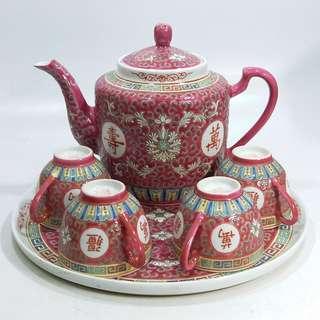 中國  景德鎮  80年代初  紅地粉彩萬壽無彊茶具一套