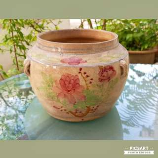 Rare 1930s Light-weight Ceramic Sugarpot with Underglazed Pheonies. Good Condition, no crack and just have crazing/shade that is even throughout the pot. $88, Medium-large size Sms 96337309.