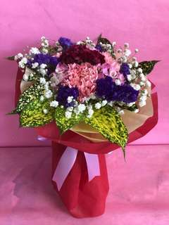 Mother's Day 3 Carnations Round Flower Bouquet