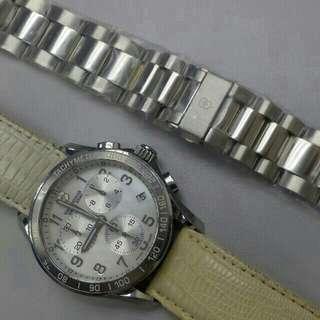 Victorinox 計時錶,連全新不鏽鋼帶