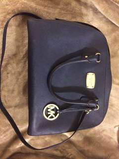 EUC Mickeal Kors bag in Navy.. open for trade!