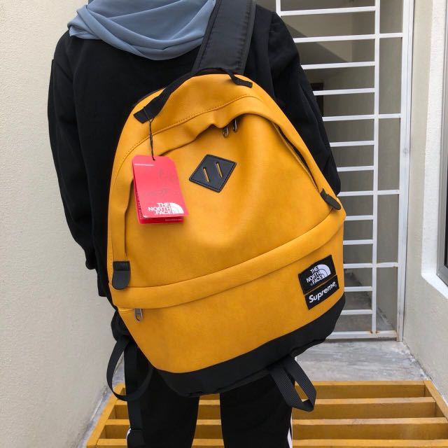 e1456a4bb Backpack Supreme x The North Face