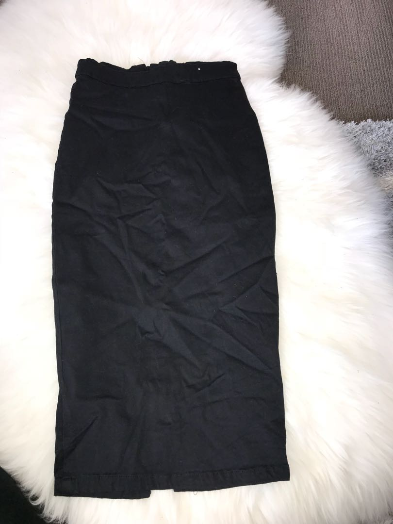 Size 6 mid length skirt with zip at the back