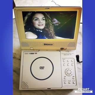 """SHINCO Model Number SDP-1770 Portable DVD-Player with 7"""" Monitor. Working Condition, only has a crack in a hinge though it is still in place. $38 Lowest Price offer! Sms 96337309. Price does not incl speakers/amplifier/ LP."""