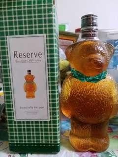 陳年三得利Rerseve熊仔造型威士忌600ml連盒。