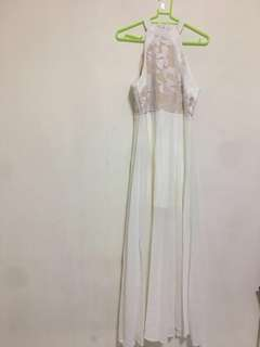 👉WHITE HALTER LONG DRESS WITH LACE.💖