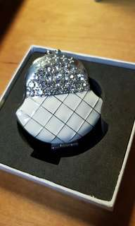 Bejewelled compact mirror