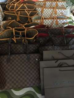 Lv Neverfull with wrislet and without wristlet