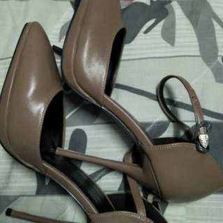 High heels to let go