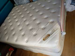 FIRE SALE!! Simmons high end mattress backcare cashmere