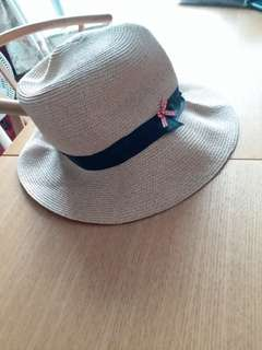 A sun hat for girls. It can be folded. Made in Taiwan.