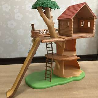 Sylvanian Families Treehouse and Cosy Cottage Starter Set