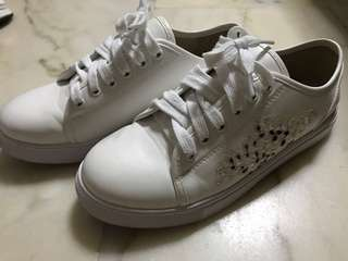 Bata Floral White Sneakers