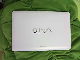SONY VAIO WHITE 11INCH/WINDOWS7