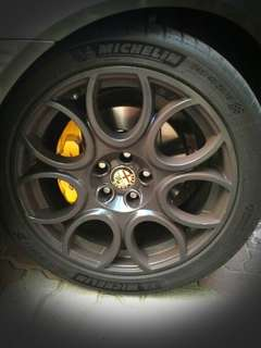 "Alfa Romeo 7-Horseshoe 18"" Rims w Tyres"