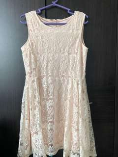Lace dress in champagne