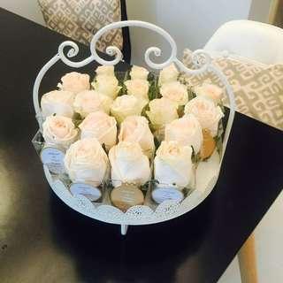 Ivory White Roses Rampai