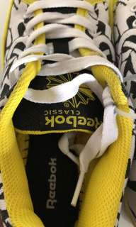 Reebok Classics Ladies Sneakers Size 36.5 6.5 Black Yellow White Lace Up NWOT