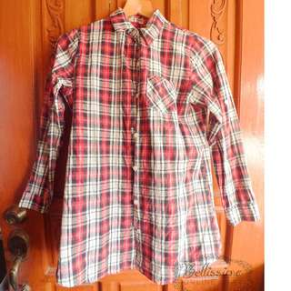 Plaid long sleeve blouse with chest pocket