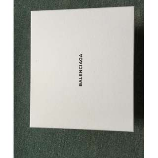 巴黎世家白色盒25X25x10