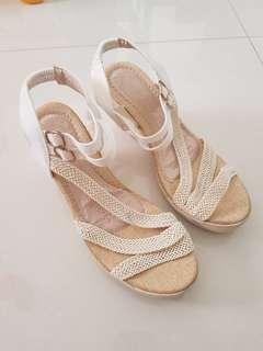 BN women sandals