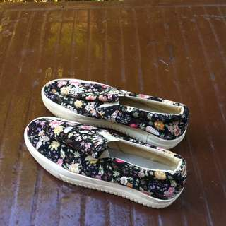 Floral shoes Size 240. Seldom use and in very good condition.