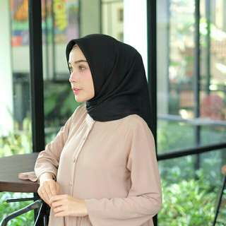Bella square by rviel hijab
