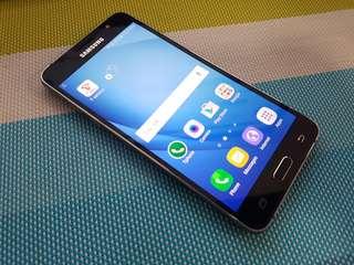 Samsung J5 2016 with line sa screen