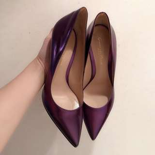Gianvito Rossi purple high heel (size 37). Price to be negotiable.