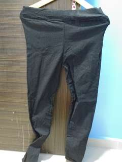 Thin lined stretchy pants black