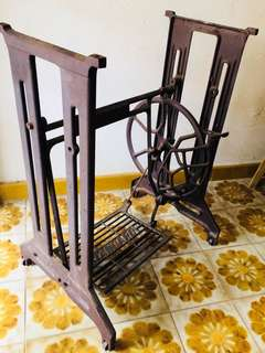 Sewing machine metal stand
