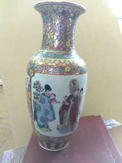 人物瓷花.瓶Porcelain Vase