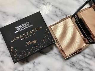 ABH x Amrezy highlighter collaboration