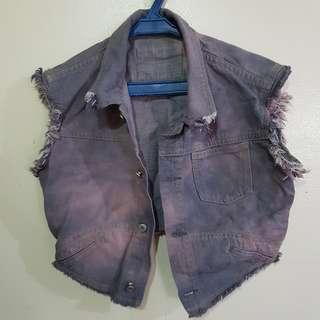 Acid-washed cropped sleeveless denim jacket