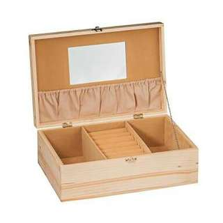 Wooden beauty case