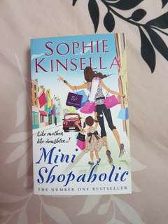 Mini Shopaholic by Sophie Kinsella English Novel