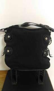 DKNY 黑色大包 經典字母緹花布面 真皮背帶與滾邊