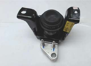 12305-0D061 Genuine Toyota Insulator RH engine mounting