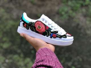 Gucci white flower