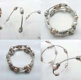 Spiral freshwater pearl bracelet