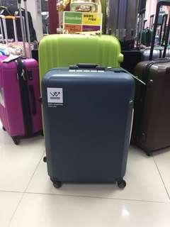 阿豪 ㊗️行李箱開業十周年 感謝各位支持㊗️日本品牌 Lojel Rando 系列 安全鎖 全新20寸 行李箱🛍 行李箱開業十周年 感謝各位支持🎁