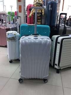 阿豪 開業🔟周年 感謝各位支持🙏🏻 國際品牌 Samsonite  Lite-Locked 三個安全鎖扣 25寸全新行李箱現貨🛍感謝月期間做豪情價及送禮品🎁