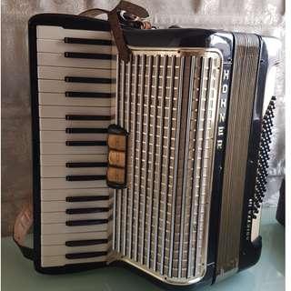 34琴鍵 Hohner 手風琴 連原裝盒, 原裝肩帶
