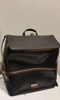 Calvin Klein back pack rose gold & black